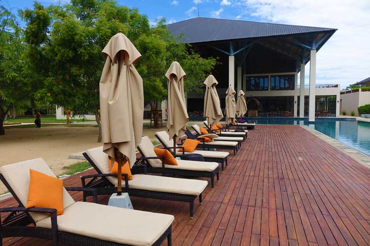 Sunrise By Jetwing Sri Lanka Hotel Review - lounges at pool area